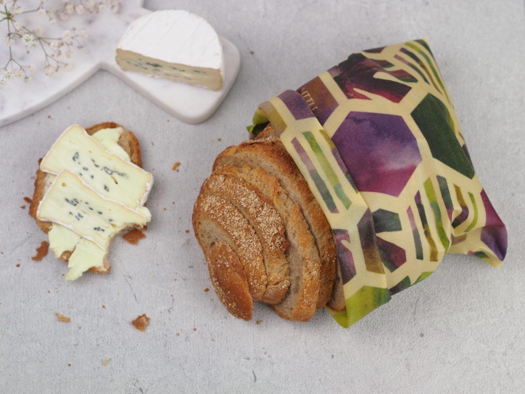 """Brot in Bienenwachstuch mit dem Muster """"Sechsecke"""""""